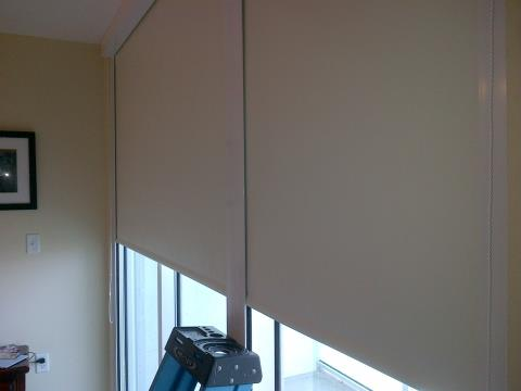Miami fl blackout shades design installations for Motorized blackout shades with side channels